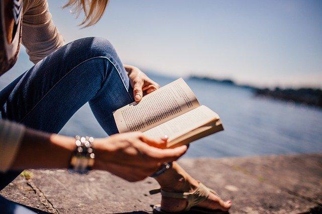 čítanie knihy.jpg