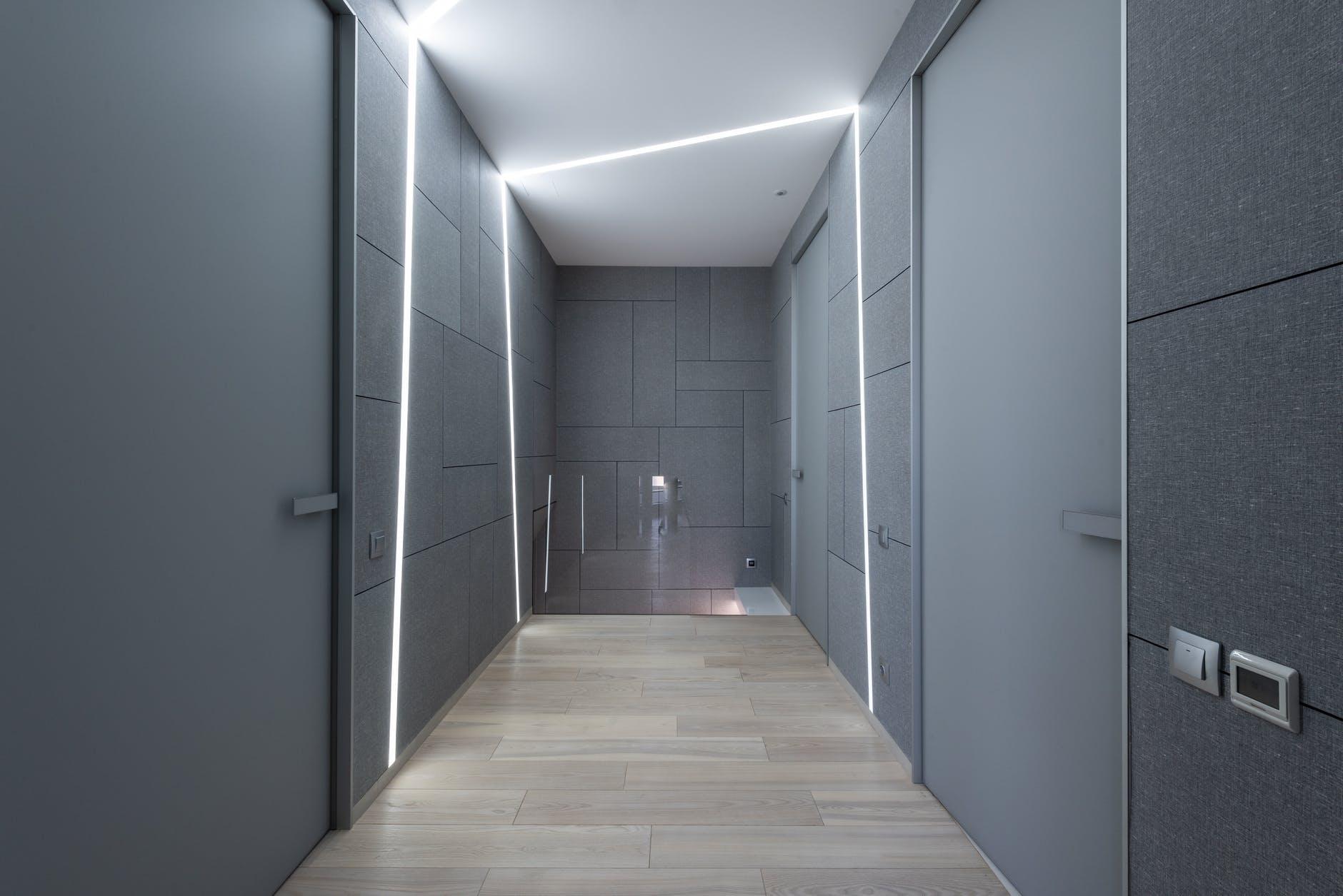 miestnosť, dver